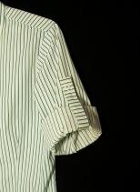 Camisa femenina. Manga con charretera