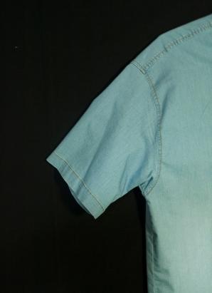 Camisa masculina. Manga corta