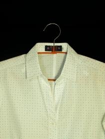 Camisa femenina. Cuello